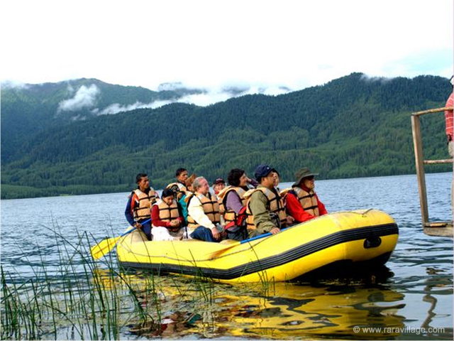 Boating in Rara